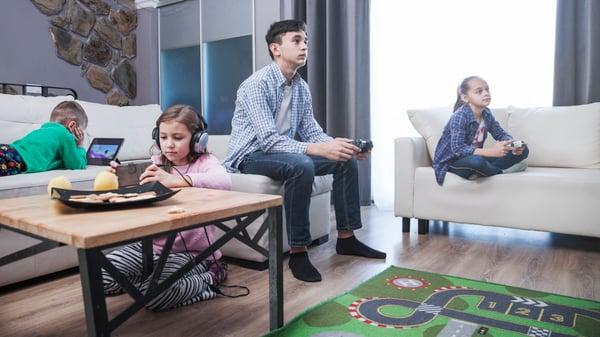 Niños hiperconectados en cuarentena